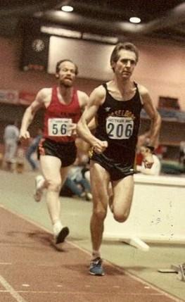 Martin Clement beim 3000 m Lauf  in der Düsseldorfer Leichtathletik-Halle 1985.