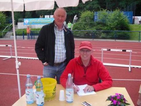 Besucher Wilhelm Cichowski und Helfer Max Kremer