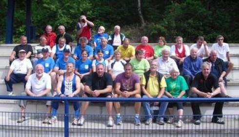 Zum Abschluss der Meisterschaft versammelten sich Teilnehmer und Helfer zu einem Erinnerungsfoto.