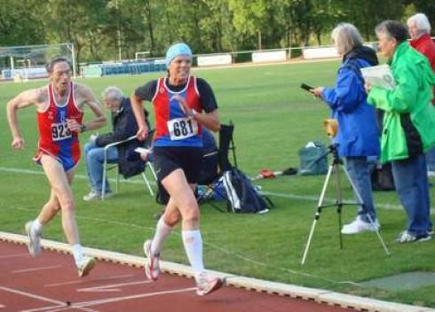 In Kaarst.........> Monika und Günther während des Wettkampfes