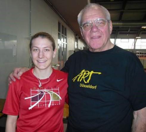 Carolyn Moll und Gerhard Bruckhaus (1. Vorsitzender des Fördervereins) am  29.1.2011 in der Arena-Sporthalle Düsseldorf