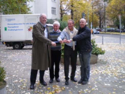 Die ehemals erfolgreiche 4x100m Staffel des ART (früher ATV) traf sich nach 35 Jahren in Berlin wieder: Ronaldo Kürbs, Manfred Arians, Dieter Stecher und Willi Jäckel