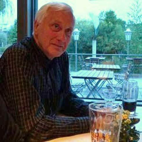 Werner beim 6. Stammtisch des Fördervereins in Kaarst am 27.8.2010. (Foto: Klaus Piepel)                         Der Förderverein freut sich ganz besonders, Werner als neues Mitglied in seinen Reihen begrüssen zu können.