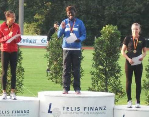 Siegerehrung 100 m,  v.li.: Tatjana Pinto, Jasmin Kwadwo und Carolyn