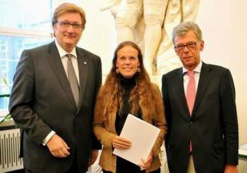 v.li.: OB Dirk Elbers, Monika Müller und Peter Schwabe (Präsident Stadtsportbund) --Foto Benedikt Jerusalem