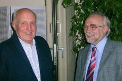 Jochen Grundmann (re.) zusammen mit dem ehemaligen Kreisvorsitzenden             Jürgen Spira (auch ein Fördervereinsmitglied).