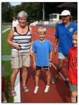 Gisela und Dieter Stecher nahmen gemeinsam den Schülernachwuchs   beim Zieleinlauf in Empfang.