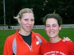 Ein Lächeln während der Trainingspause: Katrin Peters (li.) und ihre Sportkameradin