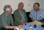 Die drei Langstreckler Martin, Karl-Hermann und Bertold vertieft über eine Kreisbestenliste der früheren Jahre......