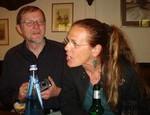 Monika gibt gerade bekannt, dass Uli sich nachträglich noch für die 3. Herbstreise des Fördervereins (in diesem Jahr nach Seefeld/Tirol) angemeldet hat.