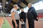 Klaus Leineweber ( rechts ) diskutiert mit Sportsfreunden ( u.a. mit Gert Adams - mitte -).