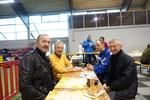 Kaffe und Kuchen haben gut geschmeckt !  - wem ? v.l. : Bernd Liebke , Reinhold Keller ,ein gemeinsamer Sportsfreund und Gert Adams (ehemaliges Vereinsmitglied)